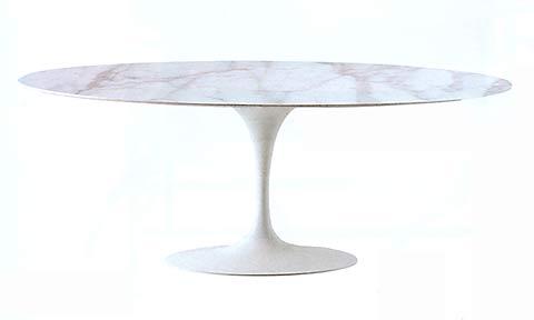 Eero Saarinen Esszimmertisch. Carrara Marmor 100 cm. Verkauft